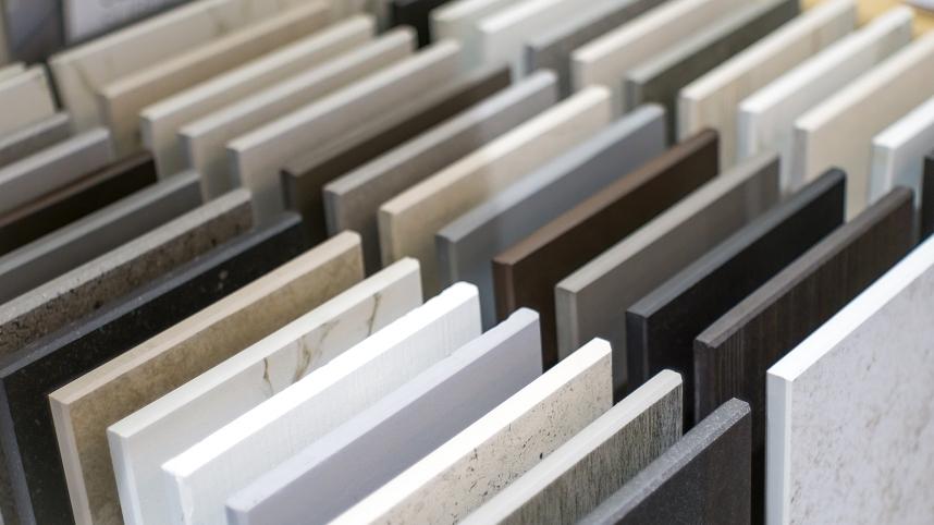 Granit płomieniowany i polerowany – które płyty granitowe wybrać?