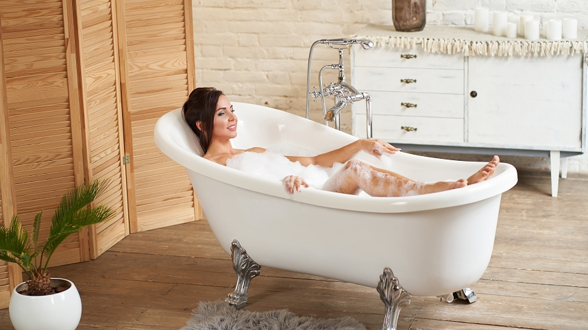 Łazienka zaaranżowana w stylu glamour – płytki glamour nadające wnętrzom luksusu i wytworności