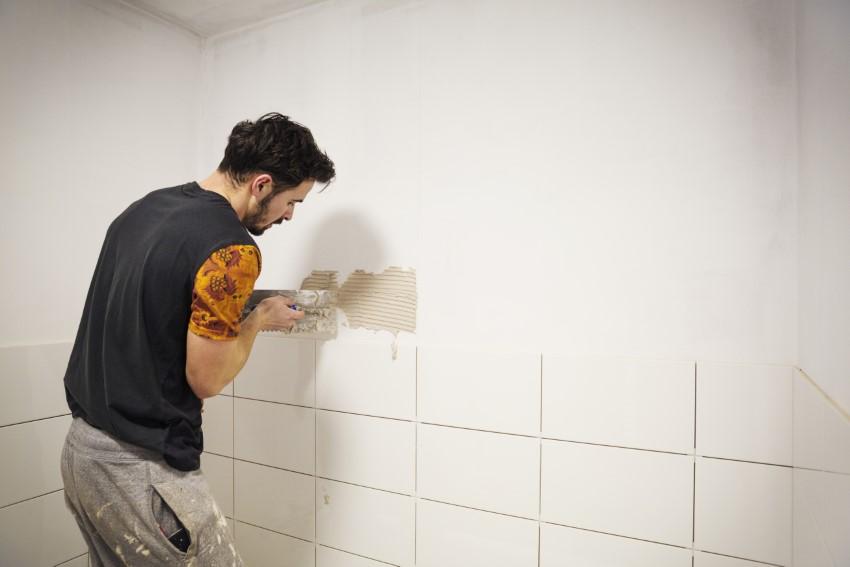 Płytki do połowy ściany w WC? Piękna i trwała fuga na lata