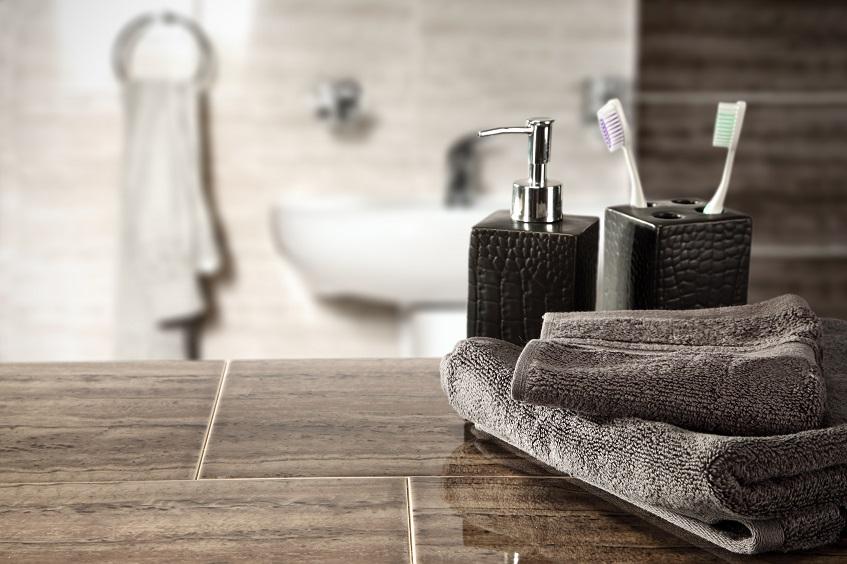 Jak wykonać praktyczny blat z płytek pod umywalkę w łazience? Montaż zabudowy – poradnik