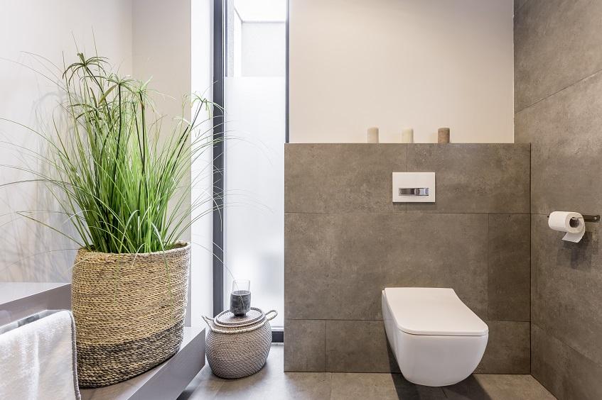 Jak wykonać stelaż w łazience i ułożyć na nim płytki? Obudowanie z płytek stelaża WC