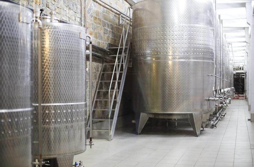 Posadzki przemysłowe – wybór płytek ceramicznych do obiektów przemysłowych
