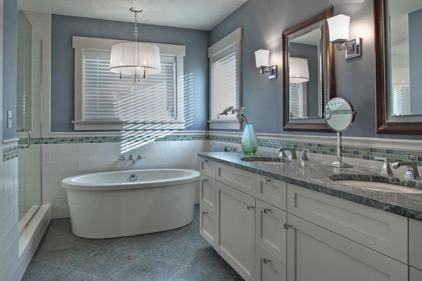 Do jakiej wysokości układać płytki łazienkowe i jak wykonać odcięcie przy suficie?
