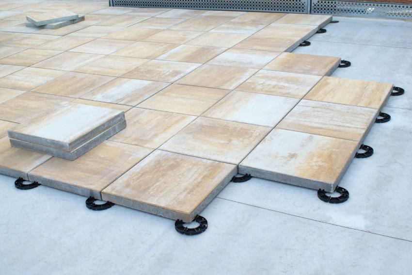 Nowoczesny taras – technologia systemowych płyt tarasowych
